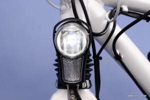 Der hochwertige LED-Scheinwerfer von Busch & Müller liefert superhelle 40 Lux