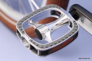 Auch die Alu-Pedale passen mit ihrer abgerundeten Form perfekt zum Classic-Stil