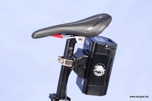 Optimal untergebracht: Der Sattelstützenakku läßt auch Sprünge zu