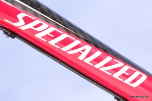 Das Specialized Stumpjumper FSR in Rot: Carbon und Alu