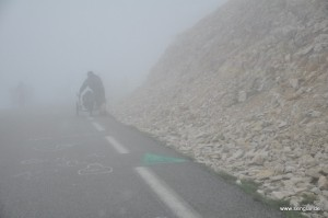 Dichter Nebel, starker Anstieg und starker Wind