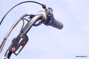 Da auch der Lenker des Scooterbike eine besondere Form hat, findet auch das Bedienelement einen besonderen Platz