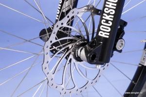 Stabile Federgabel von Rockshox für das Vorderrad