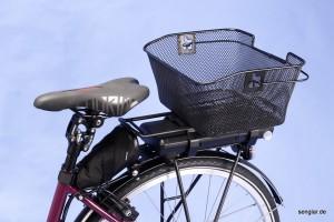 Einkaufsbereit: Großer Korb, bequemer Sattel und gefederte Sattelstütze