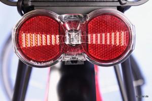 Auch das LED-Rücklicht mit Standlichtfunktion wird durch den Akku betrieben