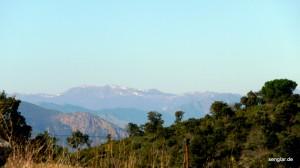 In greifbarer Nähe: Die schneebedeckten Gipfel der Pyrenäen