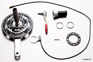 Teile und Werkzeug für die XT-Kurbel im Überblick