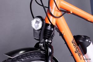 Die helle LED-Beleuchtung von Busch&Müller wird direkt am Akku angeschlossen