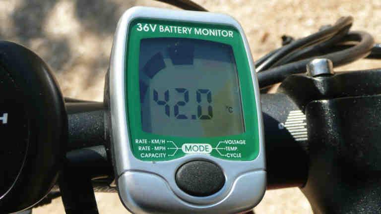Senglar LCD-Batteriemonitor