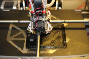 Der Anfang: Zunächst wird eine kleine Umrahmung gedruckt