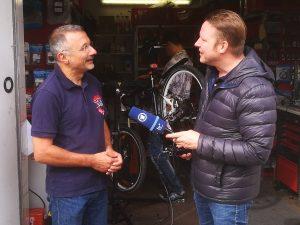 hr 4-Reporter Raphael Stübig im Gespräch mit Jochen Treuz